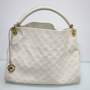 ルイヴィトンのバッグ アンプラント アーツィーMM