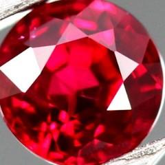 真紅の宝石ルビー