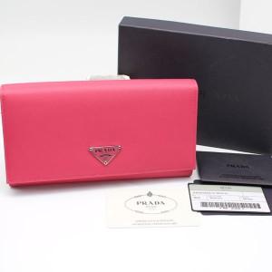 プラダの長財布 ピンク色