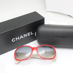 シャネルのカメリアサングラス